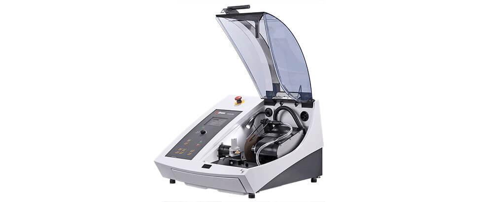 Accutom-100: máquina de esmerilado y corte de precisión con velocidad variable