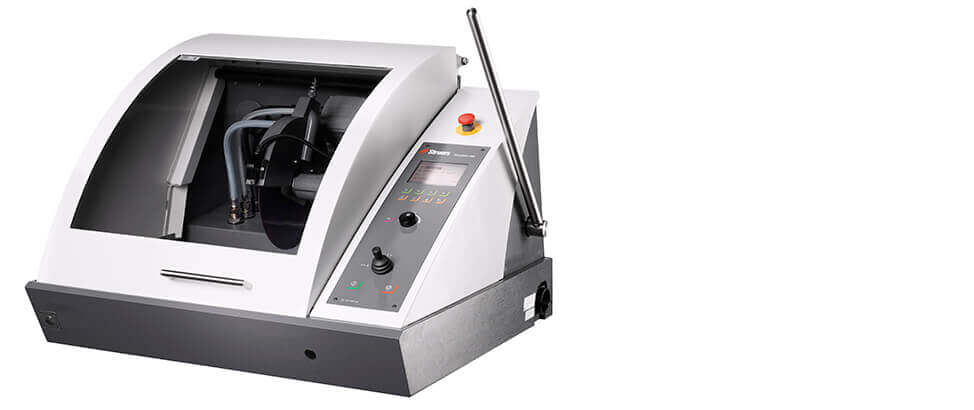 Discotom-100: máquina de corte automática con velocidad de huso variable.