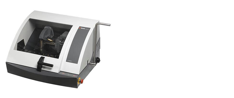 Labotom-5 manual cutoff machine