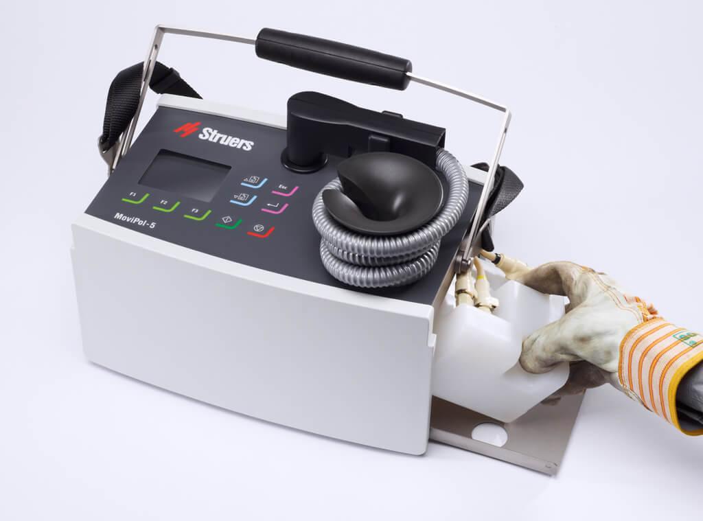 モビポールによるバッテリーおよび電解カートリッジの素早い交換