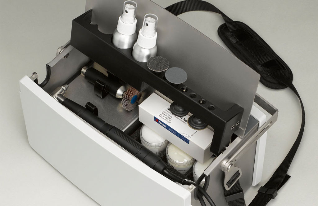 Transpol-5 es una máquina de esmerilado/pulido metalográfico no destructivo portátil